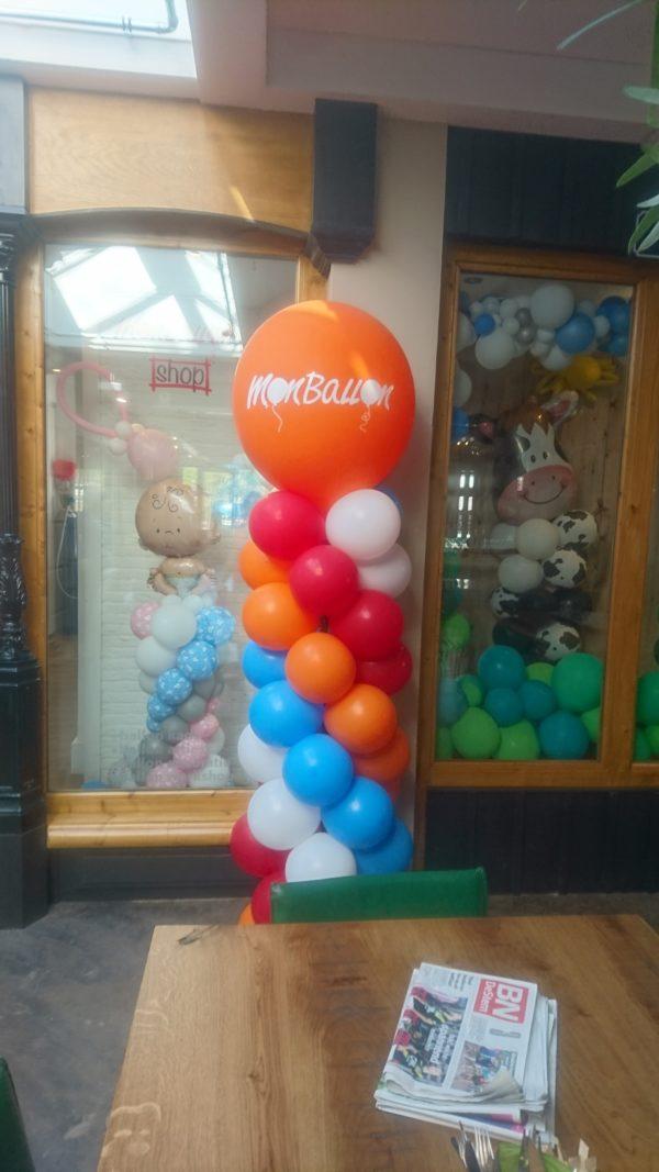 Ballonpilaar met tekst