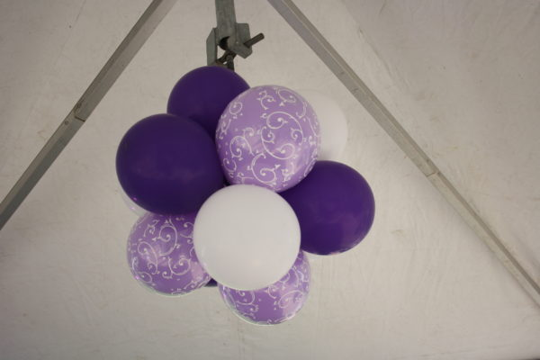 ballondecoratie workshop tros ballonnen in lila, wit en violet