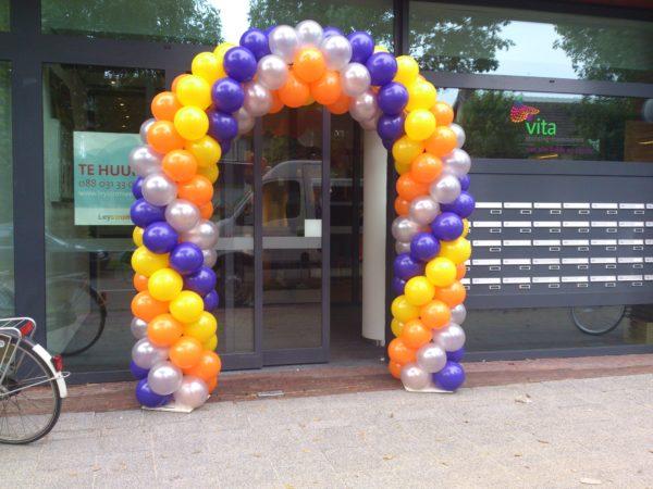 vierkleuren ballonnenboog paars, zilver, oranje en mangogeel